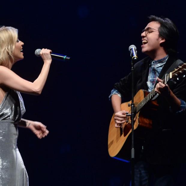 Luiza canta com Demaria  (Foto: AGNews/Francisco Cepeda)