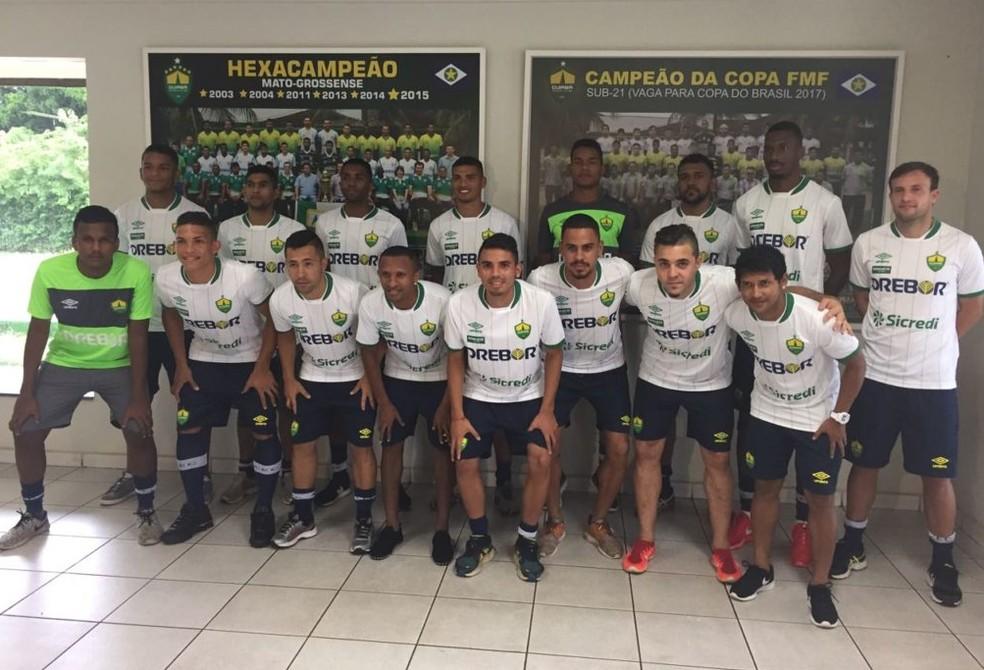 ... Apresentação do elenco do Cuiabá para a temporada 2018 — Foto   Assessoria CuiabáEC 666b025167b8d