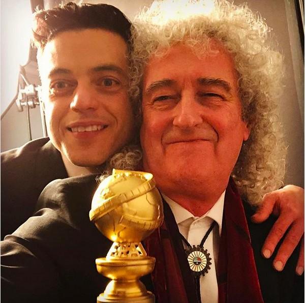 O ator Rami Malek com o músico Brian May, celebrando a vitória no Globo de Ouro (Foto: Instagram)