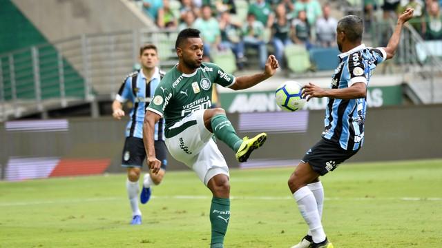 Borja foi titular, mas jogou mal e saiu no intervalo
