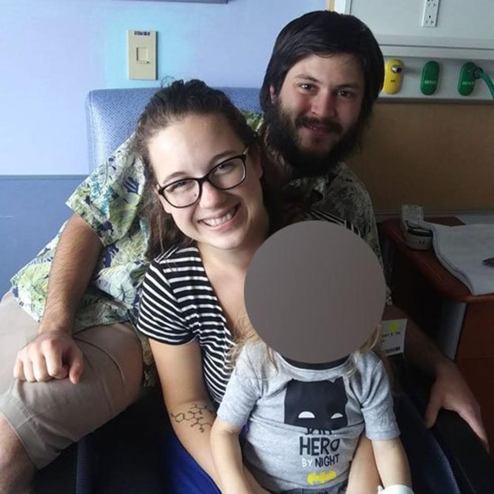 O filho de Taylor Bland-Ball e Joshua McAdams foi diagnosticado com câncer em abril — Foto: Taylor Bland-Ball/BBC