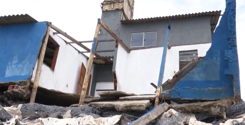 Defesa Civil de Ilhéus criou comitê para ajudar famílias atingidas pelo avanço da maré — Foto: Reprodução/TV Bahia