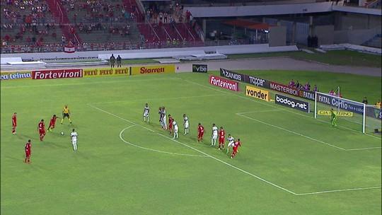 """Titular, lateral Daniel Borges destaca o bom momento do CRB no Brasileiro: """"É manter isso"""""""