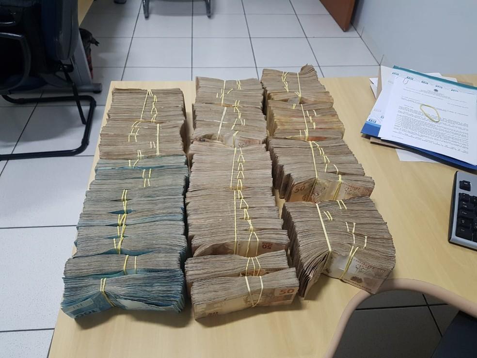 Dinheiro foi encontrado com homem em Araguaína — Foto: Divulgação/PF