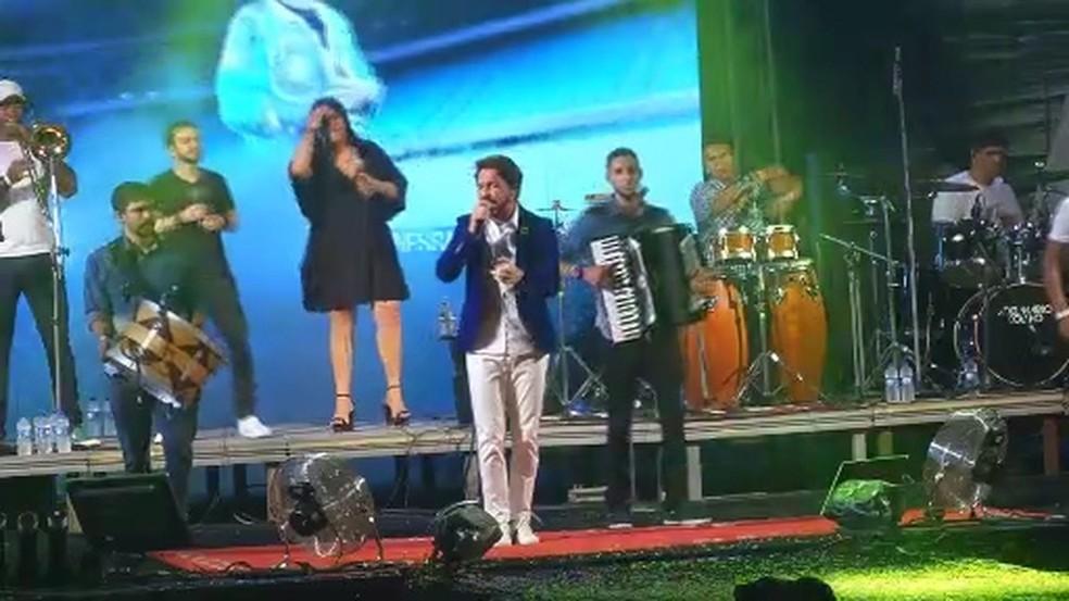 Adelmário Coelho colocou os forrozeiros para dançar pé-de-serra — Foto: Reprodução/TV Sergipe