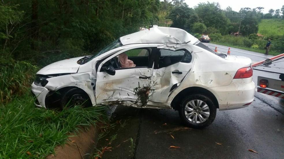 Na BR-153, o prefeito de Japira, Walmir Wellington da Silva (DEM), e a enteada dele morreram em um acidente na segunda-feira (25), segundo a PRF (Foto: Divulgação/PRF)