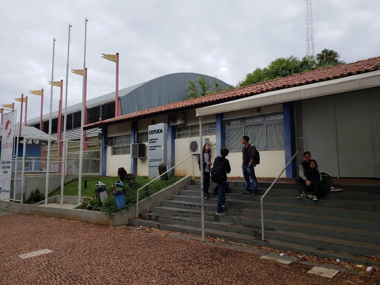 Colégio da Unicamp usa câmeras para buscar autor de bilhete racista e homofóbico contra professor