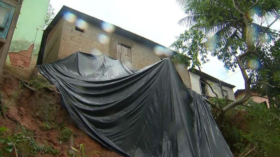 Dezesseis áreas de risco estão sendo monitoradas pela Defesa Civil em Santa Leopoldina, ES — Foto: Reprodução/ TV Gazeta