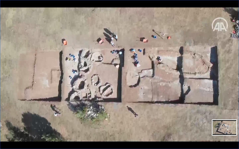Arqueólogos trabalham em escavações em Kahin Tepe, na Turquia (Foto: Reprodução vídeo/https://www.aa.com.tr/)