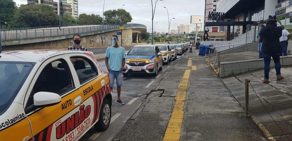 Carreata de empresários de autoescolas, em Salvador — Foto: Sérgio Pinheiro / TV Bahia