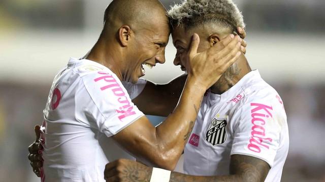 Sánches e Marinho comemoram gol do Santos
