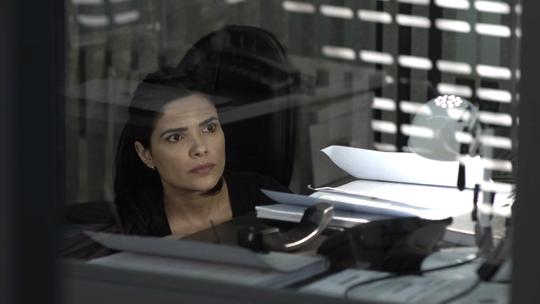 Teaser: Antônia flagra ligação suspeita de Nina