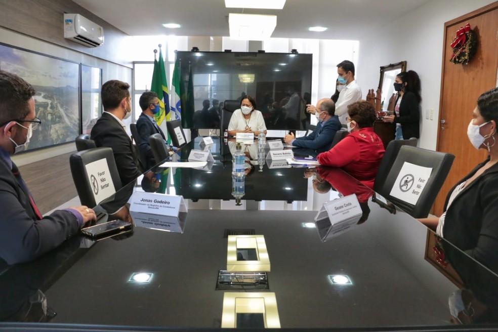 Fátima Bezerra (PT) assinou lei nesta terça-feira  — Foto:  Robson Araújo / Assecom-RN