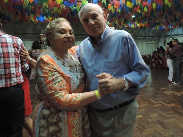 José e Nazaré são casados há 61 anos e só dançam juntos (Foto: Vitor Tavares / G1)