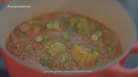 Veja o passo a passo para preparar a galinhada do chef Onildo Rocha
