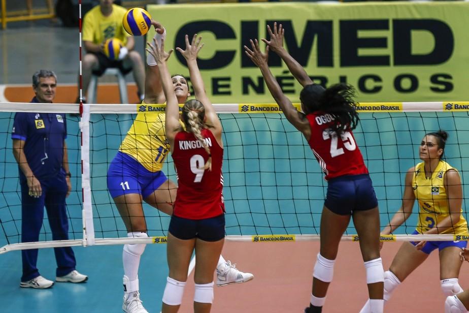 Dani Lins volta como titular, Zé Roberto faz testes, mas Brasil cai para os EUA