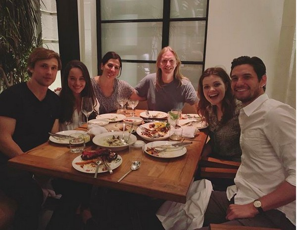 Anna Popplewell, William Moseley, Georgie Henley e Ben Barnes na reunião do elenco de As Crônicas de Nárnia (Foto: Instagram)