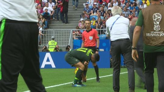 """Nabbout sofre lesão no ombro, e técnico da Austrália lamenta: """"Acho que a Copa acabou para ele"""""""