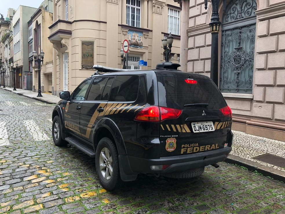 Equipes da Polícia Federal tentam identificar os criminosos e achar as doações  — Foto: Divulgação/Polícia Federal