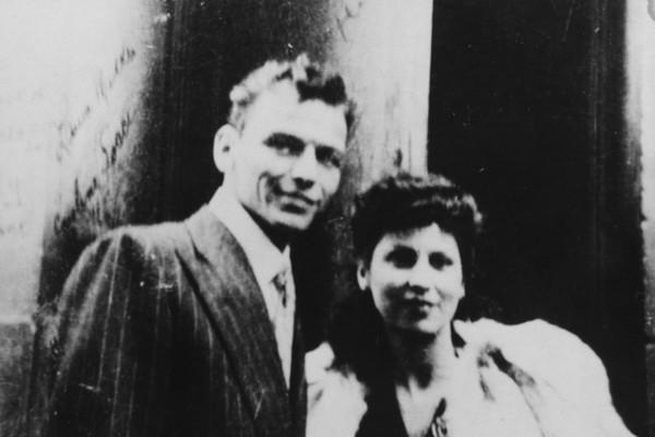 O cantor Frank Sinatra com sua primeira esposa, Nancy Barbato Sinatra (Foto: Getty Images)