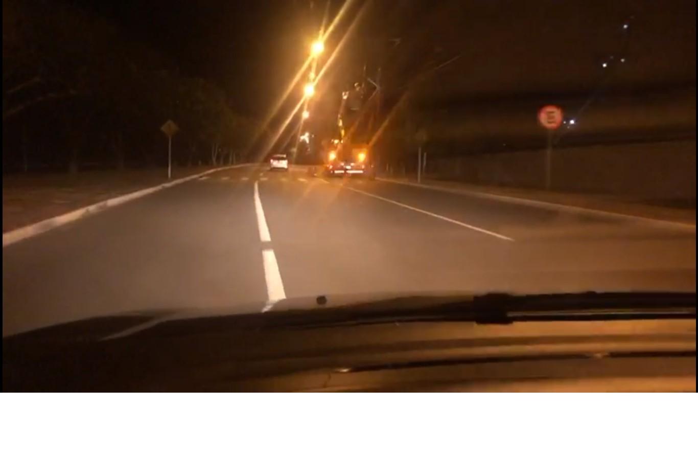 Carro derruba poste e deixa quadras do centro de Palmas sem energia - Noticias