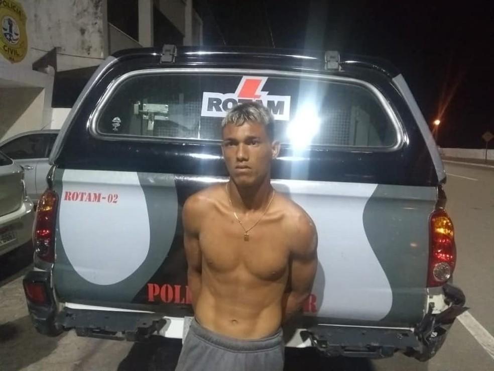 O autor do crime é conhecido como 'Perninha' e foi preso dentro de uma caixa d'água na região do residencial Amendoeiras. — Foto: Reprodução/ TV Mirante