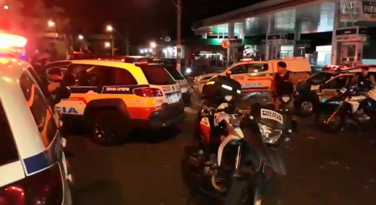 Evento motociclístico termina com confusão e vandalismo em Passos - Notícias - Plantão Diário