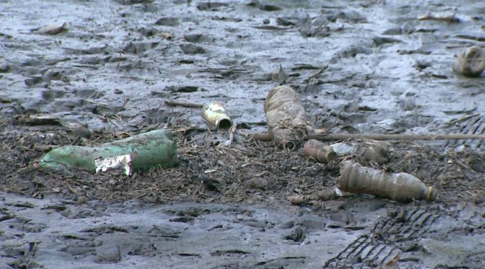 Esvaziamento revela sujeira no fundo de represa em Franca, SP (Foto: Reprodução/EPTV)