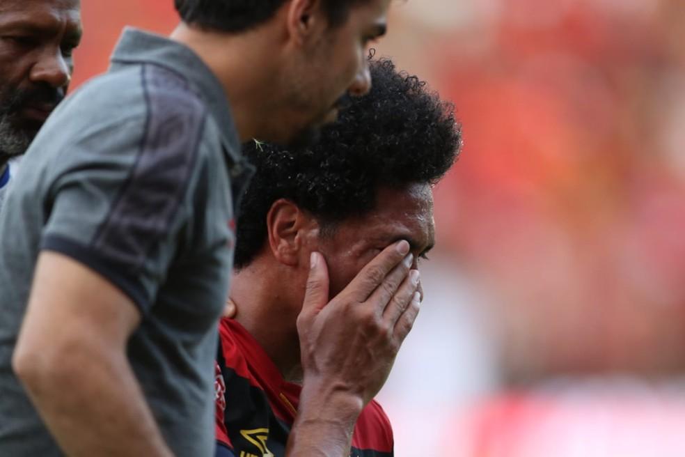 Fratura na face de Hernane foi confirmada após exame de imagem  — Foto: Marlon Costa (Pernambuco Press)