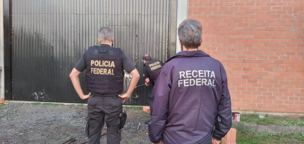 PF faz operação contra falsificação de cigarros, contrabando e trabalho escravo no RS