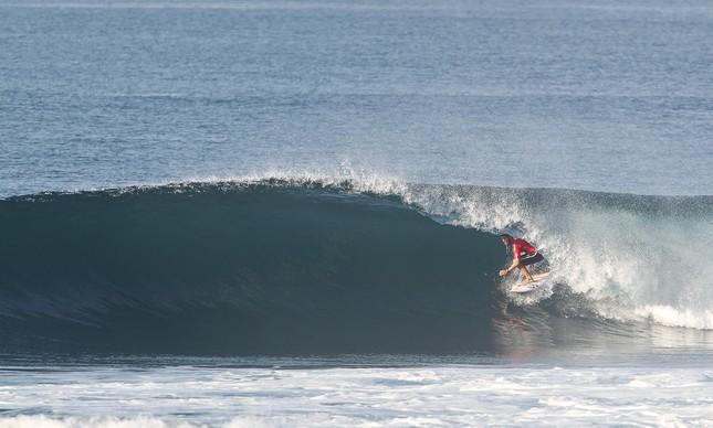 Adriano de Souza competindo em Bali