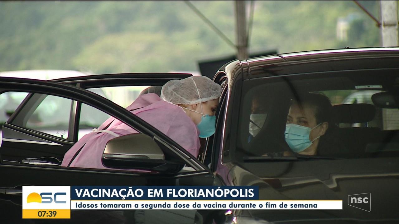 Idosos tomaram a segunda dose da vacina durante o fim de semana em Florianópolis