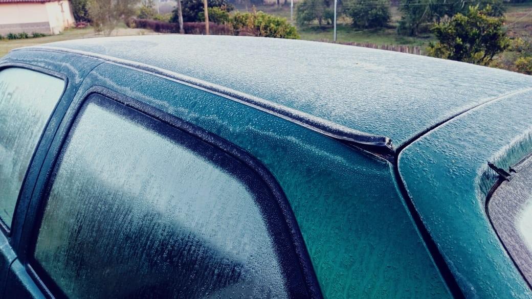 Massa de ar frio provoca queda brusca de temperatura e geada no Sul de MG - Notícias - Plantão Diário