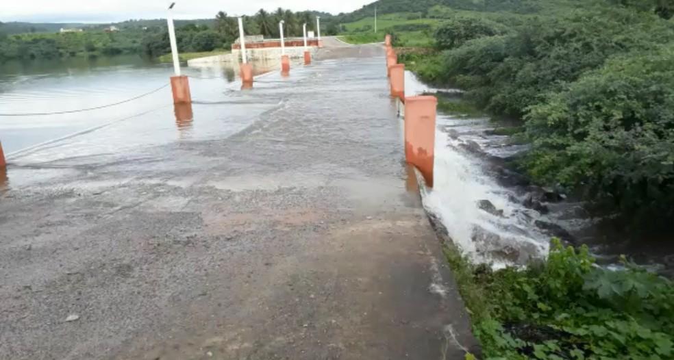 Açude de pequeno porte receberam grande volume de água no Ceará (Foto: Arquivo pessoal)