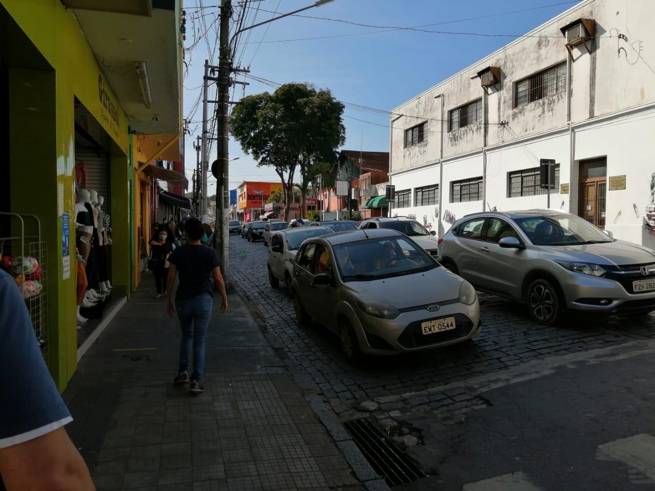 Bragança Paulista e Atibaia permitem atividades não essenciais no primeiro dia de fase vermelha