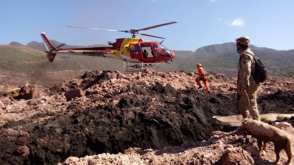 Bombeiros em trabalhos de busca em Brumadinho — Foto: Corpo de Bombeiros/Divulgação