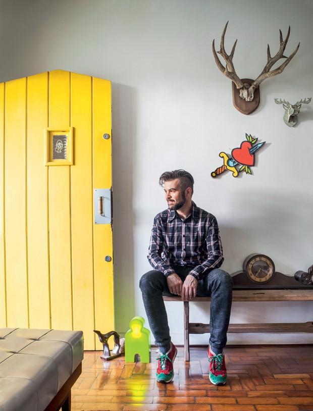 """""""Minha casa é minha cara. Mutante!"""". Vicente me disse essa frase assim que entrei pela porta amarela. (Foto: Lufe Gomes/Life by Lufe)"""