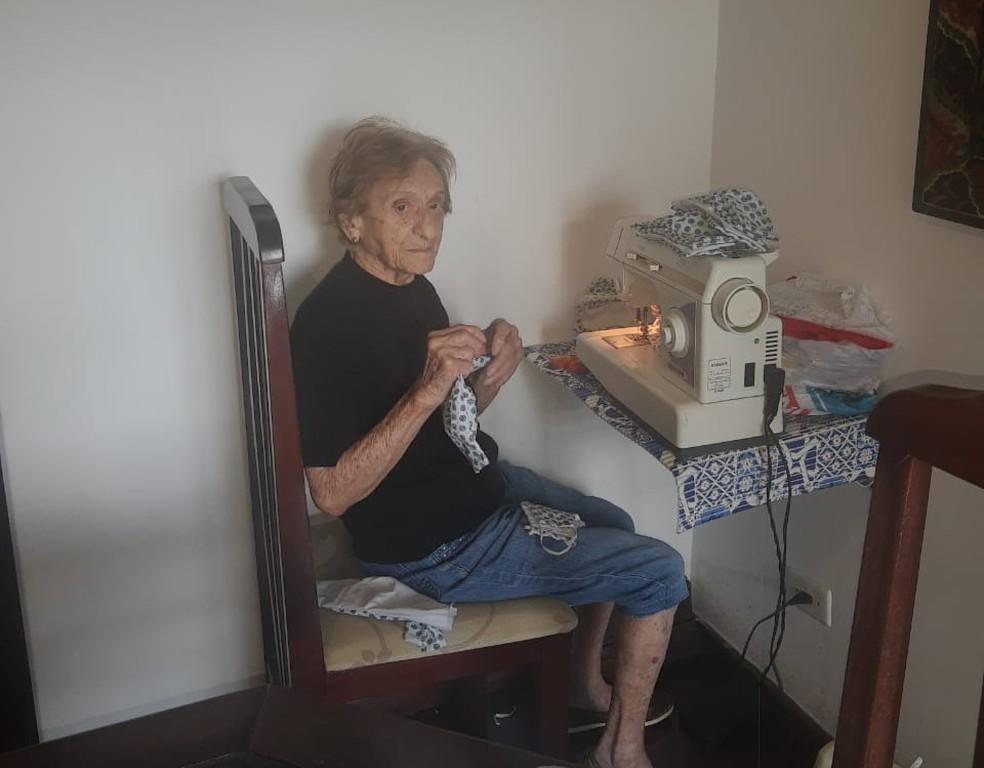 Dona Pina tem 103 anos de idade, e mora em Santos (SP) — Foto: Arquivo Pessoal