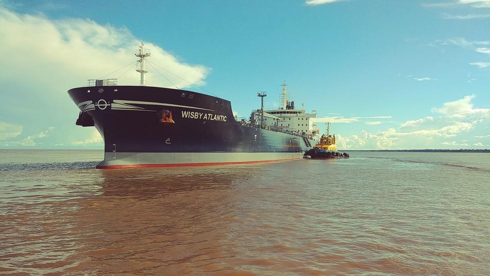Trecho onde o navio bateu contra um banco de areia tem uma profundidade de até 14 metros (Foto: Praticagem do Amapá/Divulgação)