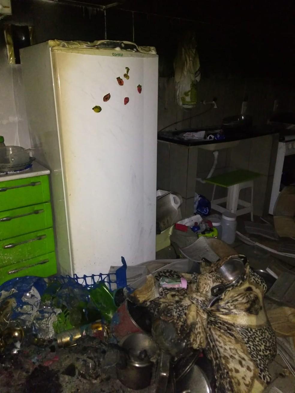 Apartamento após incêndio criminoso em que homem tentou matar mulher no Recanto das Emas, no DF — Foto: Corpo de Bombeiros/Divulgação