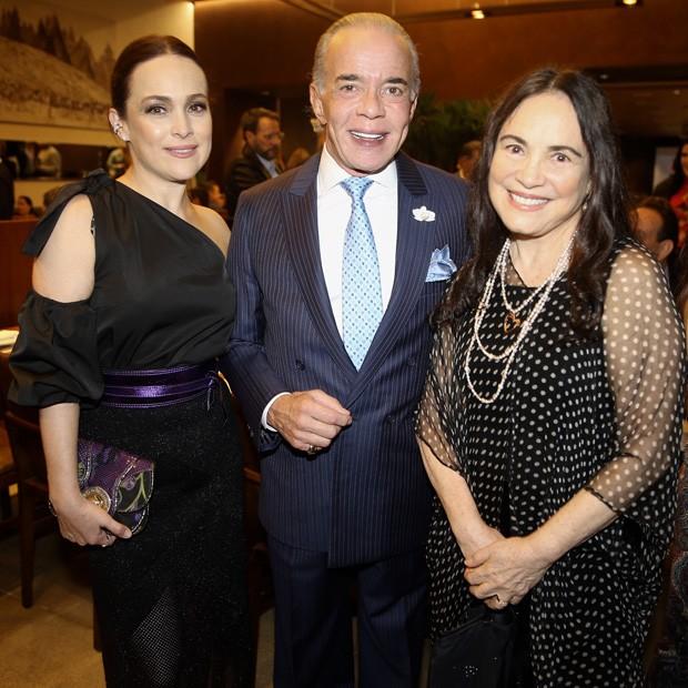 Gabriela e Regina Duarte com Chiquinho Scarpa (Foto: Manuela Scarpa/Brazil News)