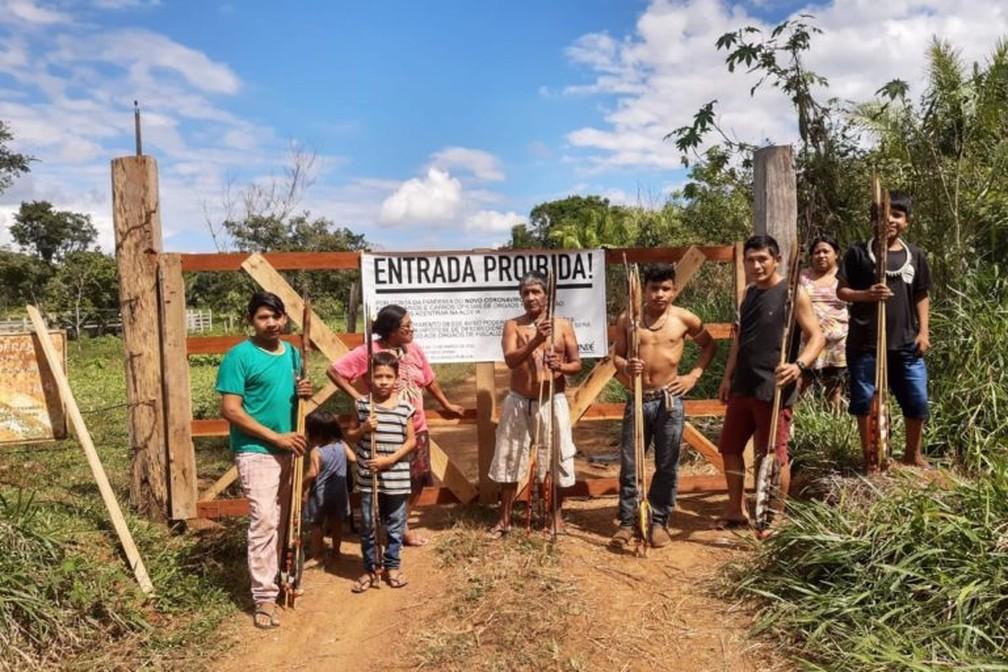 Portões de acesso à comunidade Uru-Eu-Wau-Wau trancados devido à pandemia — Foto: Equipe de Autodocumentação Uru-eu-wau-wau
