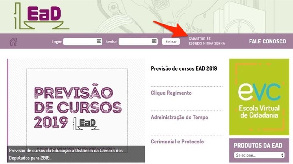 Ação para se cadastrar no site de cursos online da Câmara dos Deputados Federais — Foto: Reprodução/Marvin Costa