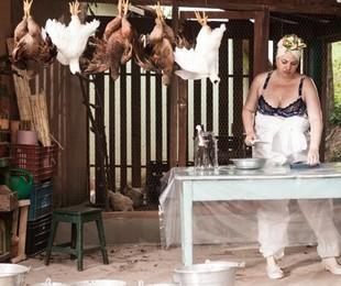 Karine Teles em 'Os últimos dias de Gilda'   Divulgação