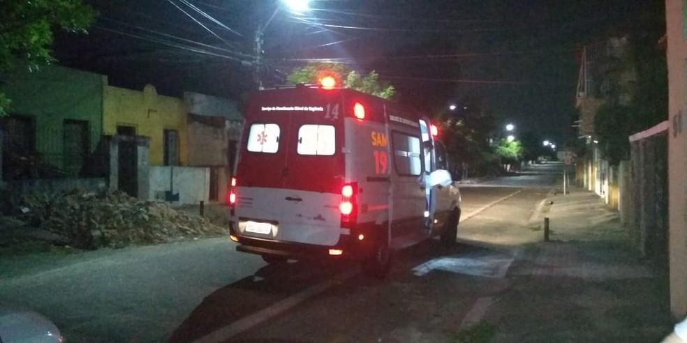 Uma ambulância do Samu levou mãe e bebê para uma unidade de saúde. — Foto: Arquivo pessoal