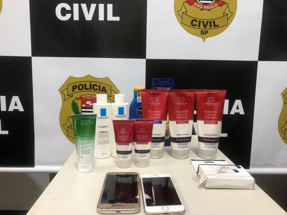 Foram apreendidos no apartamento do casal envolvido nos crimes grande parte dos produtos roubados das farmácias  — Foto: Polícia Civil/ Divulgação