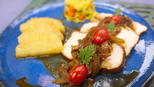 Lombinho de Porco de Panela com Cebolas na Cachaça