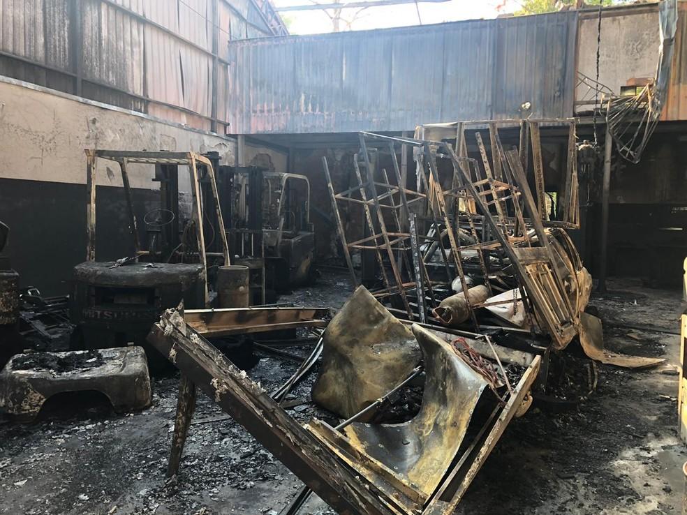 Bombeiros controlaram as chamas e ninguém ficou ferido no incêndio — Foto: Diogo Nolasco/TV TEM