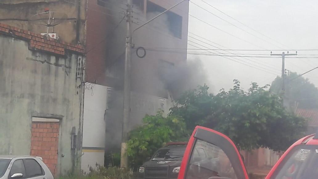 Prédio da Polícia de Fronteira pega fogo em Guajará-Mirim - Radio Evangelho Gospel