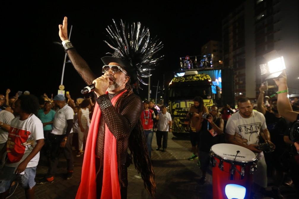 Carlinhos Brown no arrastão da meia-noite do carnaval de Salvador — Foto: Mauro Zaniboni/Ag. Haack